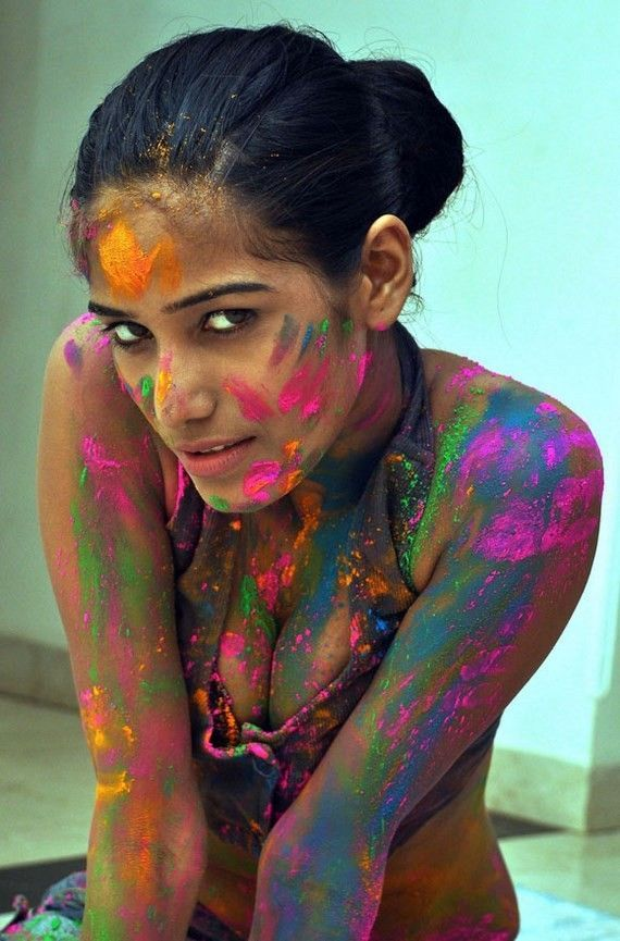 Indian model Poonam Pandey prepares to c
